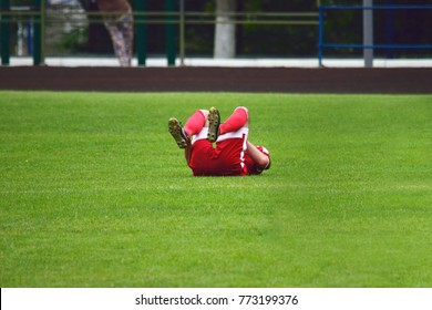 soccer player injured lying on the grass