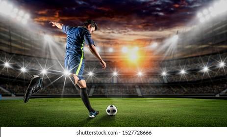 Fußball-Spieler treten den Ball auf dem Fußballfeld.Professioneller Fußballspieler in Aktion.