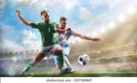 Fußball-Spieler im Einsatz am Tag grauer Stadionhintergrund Panorama
