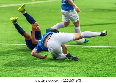 Soccer players play bad football. They fail during the World Cup. A footballer is injured during a violation of the rules of the game. Team leaves the competition.