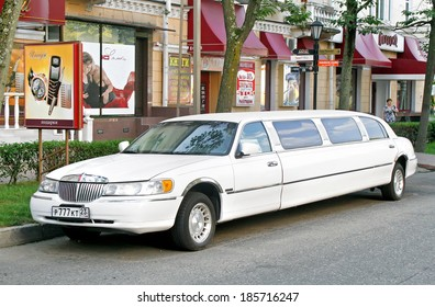 SOCHI, RUSSIA - JULY 19, 2009: White Lincoln Town Car limousine at the city street.