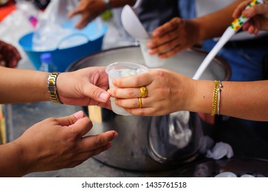 Social concept of poor people sharing : Concept serving free food to the poor : Free food, Using leftovers to feed the hungry : Food concept of hope : The poor are reaching for food