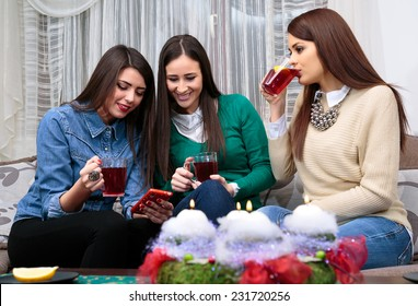 socializing friend for Christmas with a cup of tea/Christmas with a cup of tea