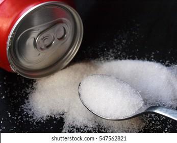Soda-Dose und Weißzuckerlöffel