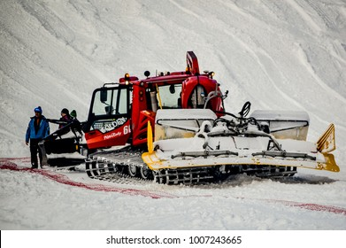 Pisten Bully Images, Stock Photos & Vectors | Shutterstock