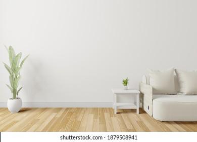 Sofa im Zimmer mit Bilderrahmen an der Wand.