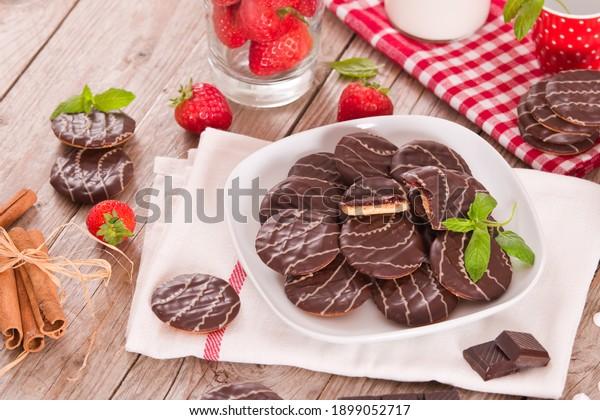 soft-cakes-strawberry-on-white-600w-1899
