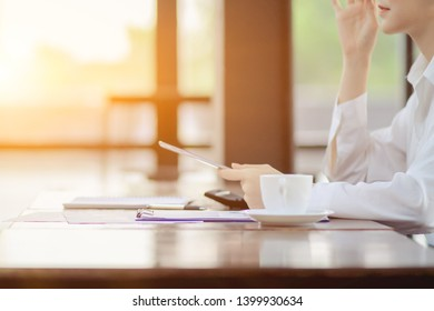 Soft Light,Female businessmen are working in the coffee shop alone to summarize the annual results before presenting at the company meeting to let the board know the results of business and investment