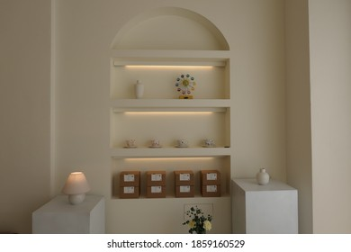 Softly colored walls and objes