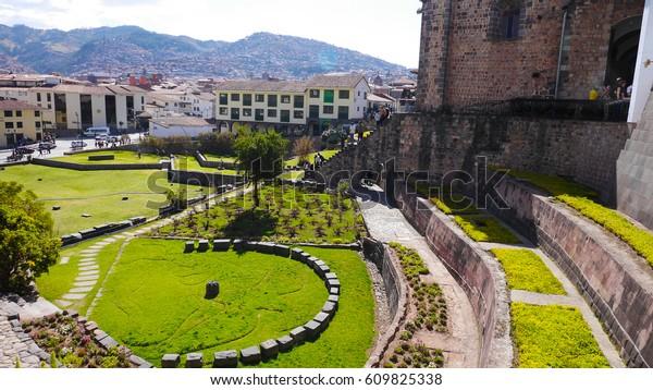 El jardín solar en Qorikancha, Cusco Perú