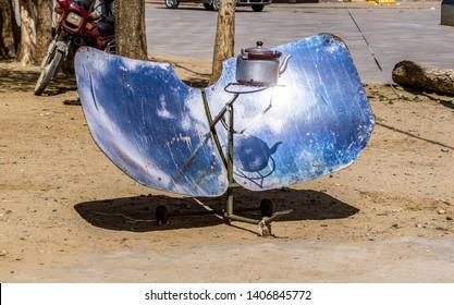 Solar oven in Tibet: Using solar power to boil a kettle