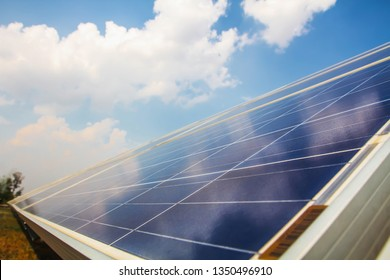 Solar panel, alternative electricity source, concept of sustainable resources, And this is a new system that can generate electricity more than the original, This's the sun tracking systems.