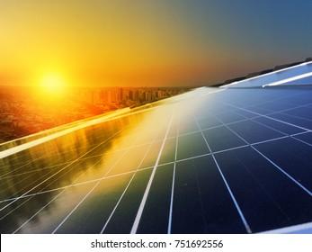 Painel Solar Instalação fotovoltaica em Telhado, fonte alternativa de eletricidade - Imagem Conceitual de Recursos Sustentáveis