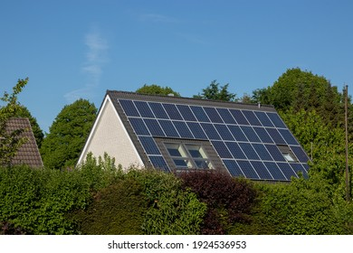 solar panels on a roof, solar power generation, copy space