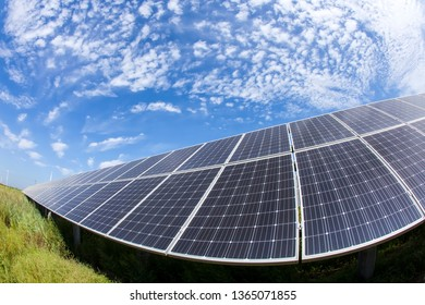 Solar photovoltaic panels and solar photovoltaic power generation systems