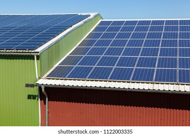 Solarpanels on the rooftop of a barn