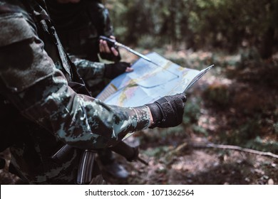 soldiers looking at the map