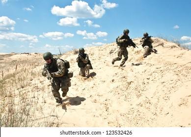 soldiers running through the desert