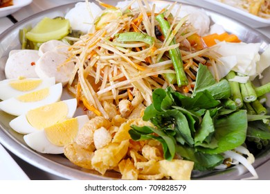 Som Tam plate with vegetable