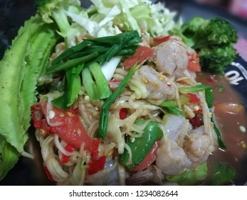 Som tam salad with shrimp. papaya salad with shrimp.