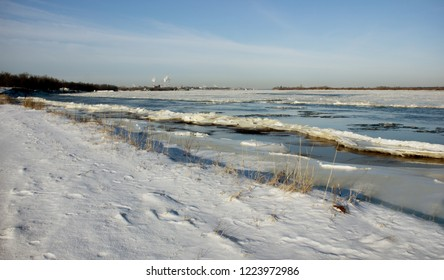 Sometimes in winter freezing Volga makes it difficult because of the strong current