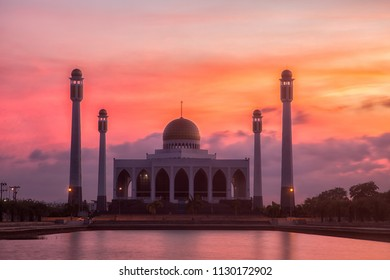 Songkhla Centreal Mosque after sunset.