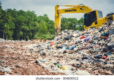 SONGKHLA, THAILAND - AUGUST 4: Municipal waste disposal by open dump procese.  Dump site at Hatyai Songkhla on AUGUST 4, 2015 in SONGKHLA PROVINCE THAILAND