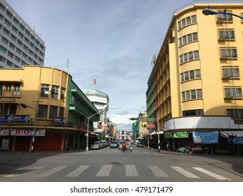 SONGKHLA, THAILAND - FEB 10 : Colourful Building old town and landscape traffic road of hat yai city on Feb 10, 2015 in Songkhla, Thailand
