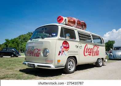 """SONGKHLA, THAILAND - May 01 : Vintage Volkswagen car Meeting in """"VW SONGKHLA AIRCOOLED GATHERING SEASON 3"""" at Samila beach on May 01,2015 in Songkhla, Thailand."""