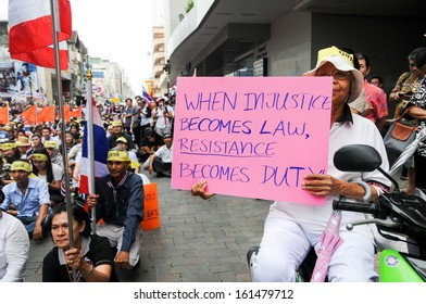 SONGKHLA, THAILAND- November  05: Students and citizens march. Disagreed with the government's amnesty legislation Thailand .At  HATYAI city on November  05, 2013 in Songkla, Thailand.