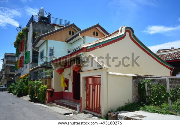 SONGKHLA, THAILAND - SEPTEMBER 19, 2016:  Old Chinese temple at Old Town in Songkhla City, The house design is combined between local and Chinese architecture.