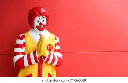 SONGKHLA, THAILAND-MAR 1, 2017 : Mcdonalds mascot Ronald Macdonald in Thailand posed in traditional Thai welcome style, Songkhla, Thailand