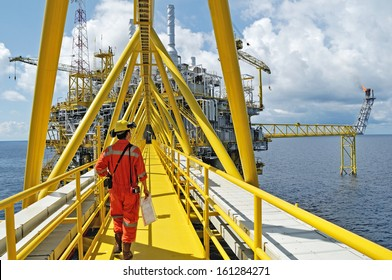 SONGKLA - OCTOBER 15: workers on offshore rig in gulf of Thailand from Songkra shore about 230 km, Thailand on October 15, 2008.