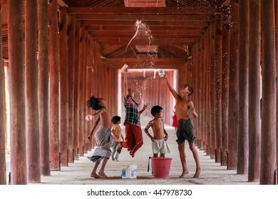 SONGKRAN,SALAY,MYANMAR- March 10,2016 Groups children were splashing water
