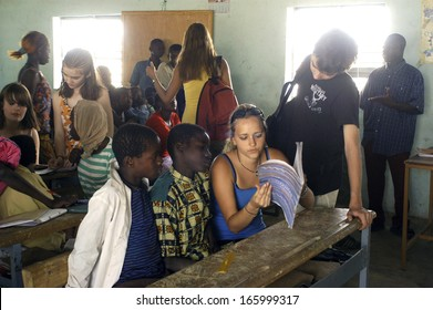 SONGRETENGA - BURKINA FASO - FEBRUARY 26, 2007: Visit of French schoolboy in Africa at the school of Songretenga. The pupils exchange their experiments between them.
