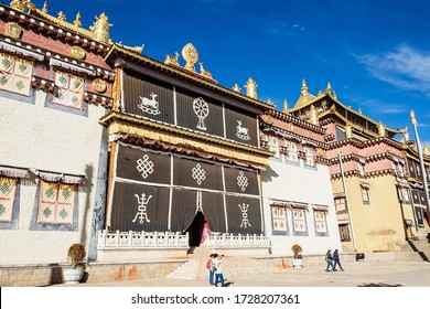 Songzanlin Temple or the Ganden Sumtseling Monastery also known as little Potala Palace in Lhasa, is a Tibetan Buddhist monastery located in Zhongdian city ( Shangri-La) Yunnan, China