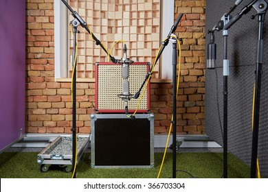 Sound studio recording with a vintage amp and microphones in blumlein orientation