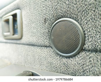 The sound system in the car is round and has a cavity so that the resulting sound is clearer