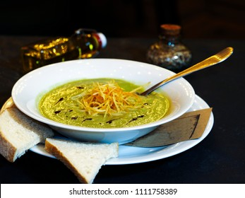 Soup puree of broccoli and potatoes. Puree of broccoli, pumpkin oil, fried chicken thigh, onion, potato peas. Prepared on the basis of vegetable broth.