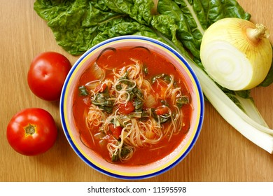 Soup with tomatoes, spinach and Shirataki vermicelli