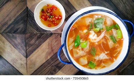 Sour soup Hot meals with shrimp and water mimosa made of Tamarind Paste  to taste And the delicious smell of seafood . Recommended dishes in Thailand