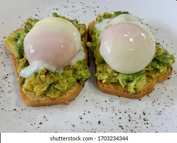 Sous Vide Poached Egg and Avocado on Homemade low-carb Bread with cracked black pepper