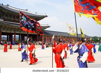 SOUTH KOREA - JULY 30: Changing of a guards of king's palace Gyeongbokgung held on July 30, 2009 in Seoul, South Korea.