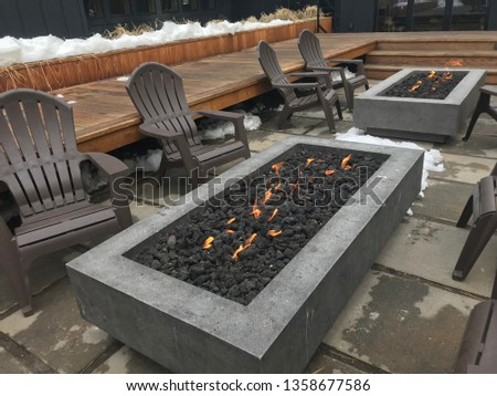 South Lake Tahoe, California/USA   March 12, 2019: A Gas Firepit With  Flames And Andirondack Chairs Welcomes Skiers Back From The Snow In South  Lake Tahoe   ...