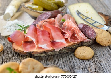 South Tyrolean snack with bacon, salami, red wine cheese, herb ham, fresh horseradish and local crunchy rye bread