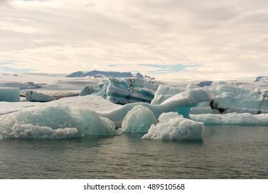 SouthEastern_Melting glacier ice at Jokulsarlon lake Iceberg