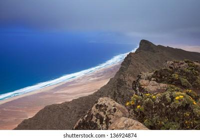 Southern Fuerteventura, Jandia, view from the highest point of the island, Pico de Zarza, towards Playa de Barlovento de Jandia