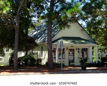 SOUTHERN PINES, NC / USA - SEPT 2016: Charming shop in downtown Southern Pines, North Carolina