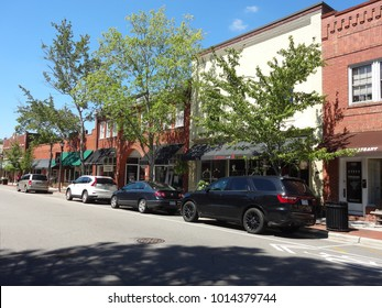 SOUTHERN PINES, NC/USA-SEPT 2016: Downtown Southern Pines, North Carolina
