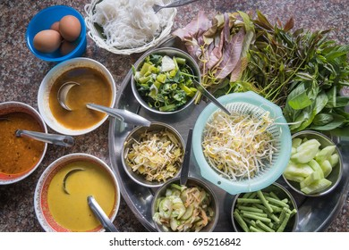 Southern Thai rice floor noodle and its sauces and dishes